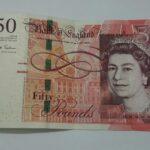 Un científico británico pondrá rostro al billete de plástico de 50 libras