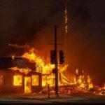 EEUU: Ordenan evacuación obligatoria para ciudad de Malibú ante incendio incontrolable (VIDEO)