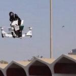 Emiratos Árabes Unidos: Policía entrena con futuristas motos voladoras (VIDEO)