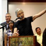 """Waters pide a Ecuador respetar el asilo de Assange porque si no """"lo matarán"""""""