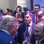 G20: Saludo, breve diálogo y risas entre Donald Trump y Vladimir Putin en un pasillo