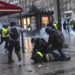 """Francia: Policía detiene en protestas a unos 1,400 """"chalecos amarillos"""""""