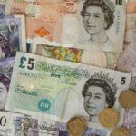 """La libra esterlina cae al retrasarse la votación del acuerdo del """"brexit"""""""