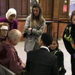 Tres personas fueron acuchilladas en estación de tren en Manchester