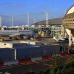 Evacuan una terminal de un aeropuerto parisino por 2 hombres con armas falsas