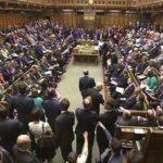 Parlamento británico aprueba la moción que acusa de desacato al gobierno