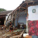 Indonesia eleva a 430 los muertos y a 22.000 los desplazados por tsunami (VIDEO)