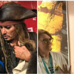Francia: Johnny Depp disfrazado del pirata Jack Sparrow visitó un hospital de niños