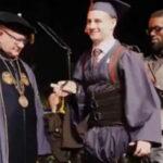 """EEUU: Estudiante parapléjico """"caminó"""" con traje-robot para graduarse de ingeniero (VIDEO)"""