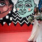 """Parejas gais se casan en Brasil en una boda colectiva por """"miedo"""" a Bolsonaro"""