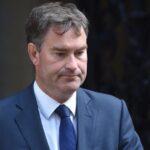 """Uno de los ministros de May sugiere que dimitiría si hay """"brexit"""" sin acuerdo"""