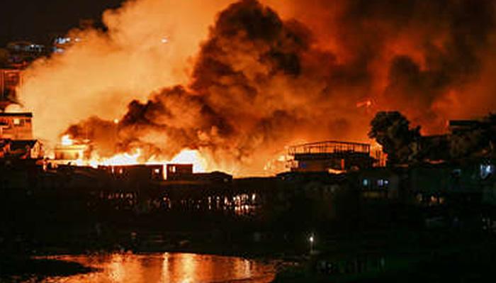 Incendio devora 600 viviendas de un barrio pobre en Brasil