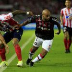 Atlético Paranaense y Junior disputan el título de la Copa Sudamericana