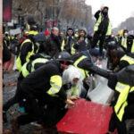 """Francia: Suspenderán aumento de combustibles para frenar protesta de los""""chalecos amarillos"""""""