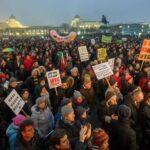 Miles de personas se manifiestan en Viena contra el gobierno de derechas