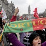 """Los """"chalecos amarillos"""" portugueses salen a la calle para exigir mejoras"""
