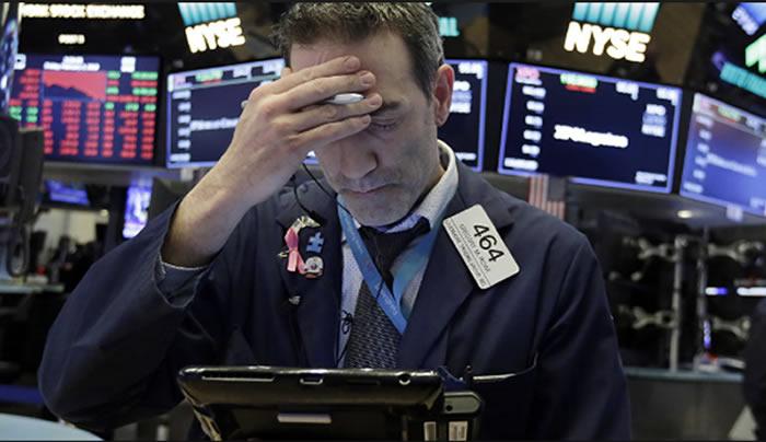 Otra caída en Wall Street: Dow Jones baja de 400 puntos