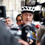 Jorge Muñoz llegó a su primer día de trabajo en bicicleta (VIDEO)