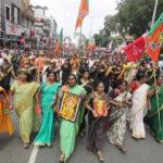 India: Entrada de dos mujeres a templo sagrado desata violentas protestas y huelgas (VIDEO)