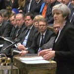 """Theresa May sostiene que posponer el """"brexit"""" no solucionará nada"""