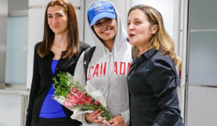 Saudita solicitante de asilo deja el aeropuerto Bangkok
