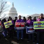 EEUU: Trabajadores federales reclaman ante la Casa Blanca el fin del cierre parcial de gobierno (VIDEO)