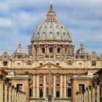 Cinco nuevos asesores, entre ellos un peruano, en oficina de prensa vaticana