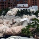 """Colombia: Con explosión controlada derriban el famoso búnker """"Mónaco"""" de Pablo Escobar (VIDEO)"""