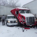 EEUU: Impactante choque múltiple entre más de 40 autos por fuertes nevadas en Kansas (VIDEO)