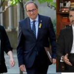 Presidente catalán y alcaldesa de Barcelona plantan al Rey Felipe en el saludo protocolario