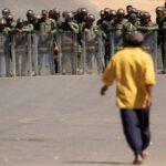 Tropas federales de Brasil contienen a antichavistas en frontera con Venezuela
