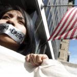 EEUU: Confirman que dan alimentación forzada a inmigrantes detenidos en huelga de hambre