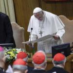 """Papa Francisco advierte que """"todo feminismo acaba siendo un machismo con falda"""""""