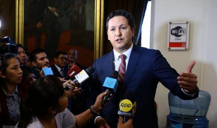 Salaverry rechaza haber insultado a Karina Beteta — Congreso