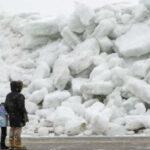 """EEUU:"""" Tsunami de hielo"""" en la orilla del río Niágara y lago Eire deja barrera escarpada"""