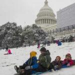 EEUU: Intensas nevadas caen en noroeste, derrumban árboles y cancelan vuelos comerciales