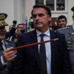 Brasil: Presidente desata polémica al decir que la democracia depende de militares