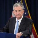 """J.Powell: """"Puede que pase un tiempo"""" para elevar las tasas de interés en EEUU"""