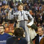 Andrés Roca Rey sale en hombros alternando con Castella y Morante en España