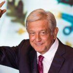 """López Obrador promete apoyo a mexicanos aunque gobierno """"se quede sin camisa"""""""