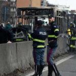 Italia: Chofer secuestró bus escolar con 51 alumnos y le prendió fuego, todos se salvaron