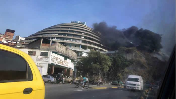 Incendio afecta El Helicoide, cárcel con presos políticos de Venezuela