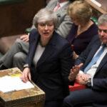 Parlamento británico respalda a May y rechaza un Brexit sin acuerdo con la Unión Europea (VIDEO)