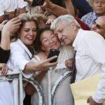 López Obrador: La mujer es mucho más decidida, trabajadora y honrada que el hombre