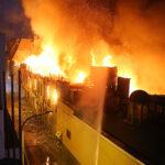 Mesa Redonda: 40 unidades de bomberos luchan contra voraz incendio (Fotos)