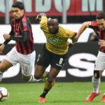 Serie A italiana: Milan ve peligrar la cuarta plaza al empatar 1-1 con Udinese