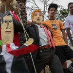Semana Santa: Muñecos de Trump y Guaidó quemados como Judas en Caracas (Fotos)