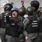 """Venezuela anuncia estar """"enfrentando y desactivando"""" un golpe de Estado"""