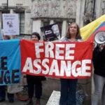Reino Unido: Activistas exigen liberación de Julian Assange frente al Parlamento británico