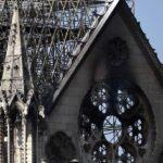 Los bomberos temen por el frontón de las fachadas laterales de Notre Dame